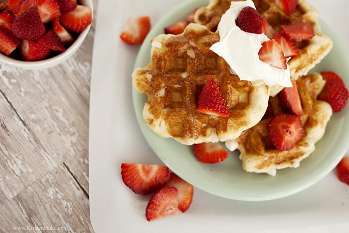 belgian waffles breakfast