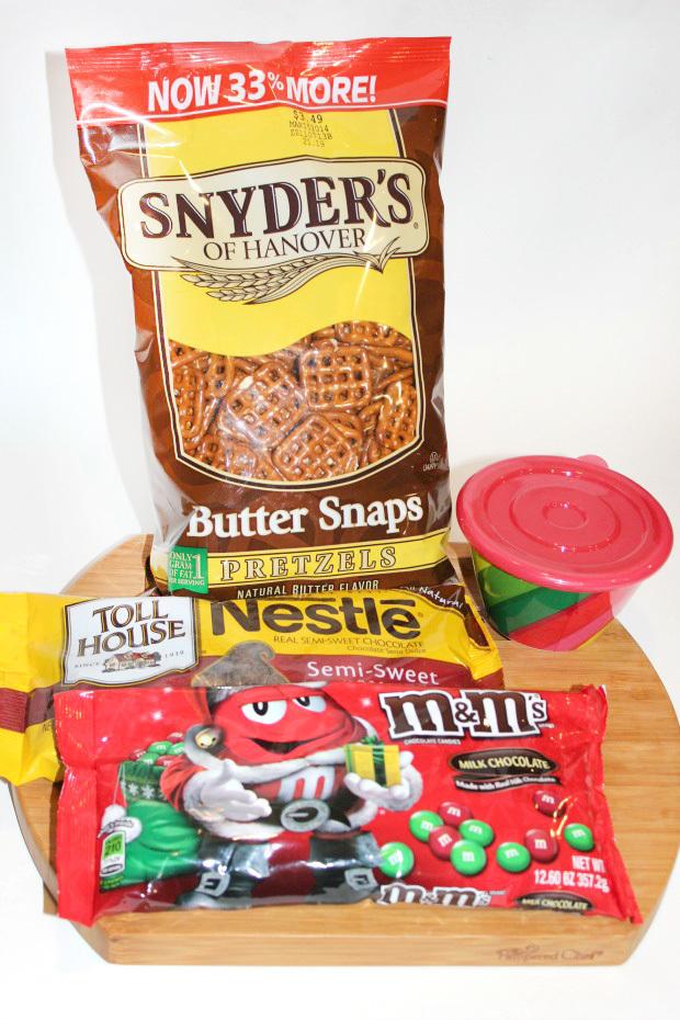Christmas present pretzel treats