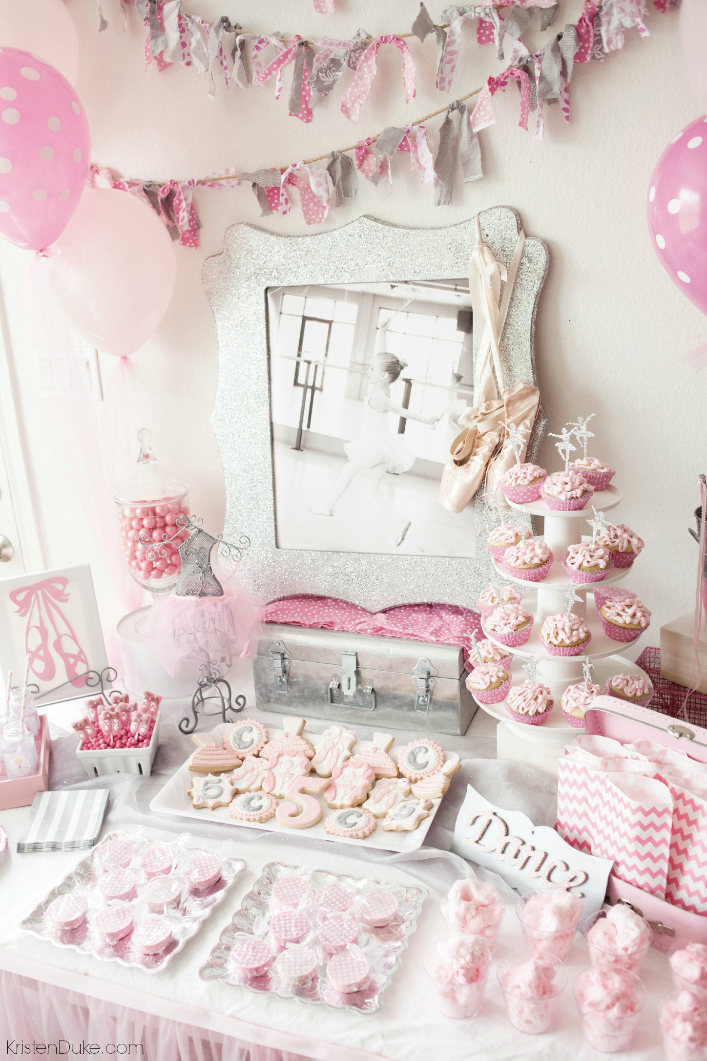 Ballerina birthday party for Ballerina decoration