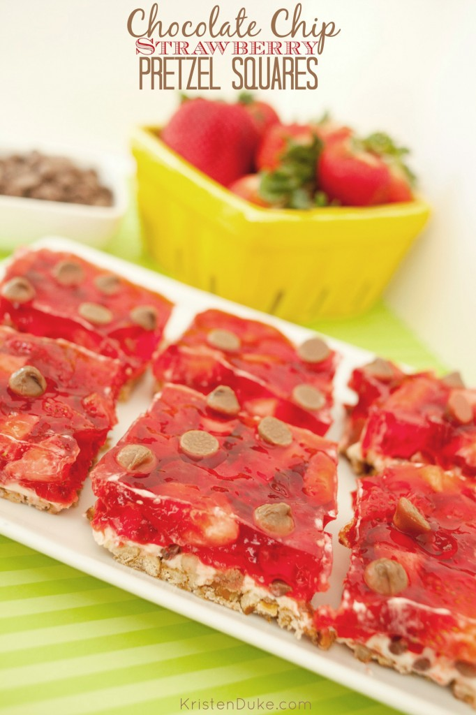 chocolate chip strawberry pretzel dessert squares
