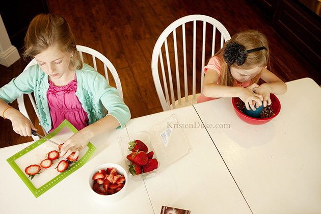 Cooking with Kids - Cutting strawberries and crushing pretzels