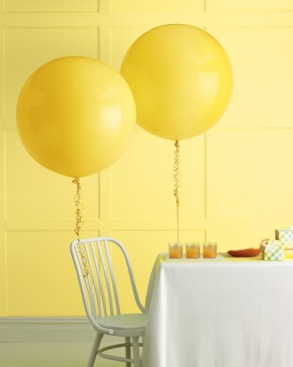 reception decor with balloons