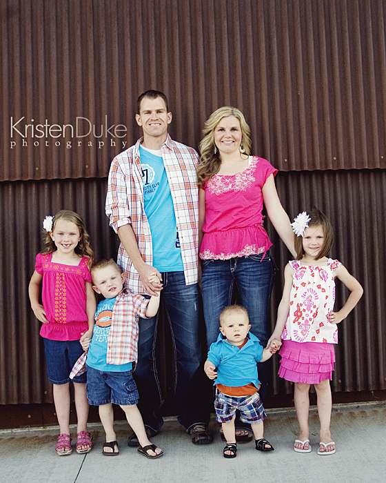Capturing-Joy.com What to Wear in Family Pictures by COLOR-Pink! 100+ Ideas!
