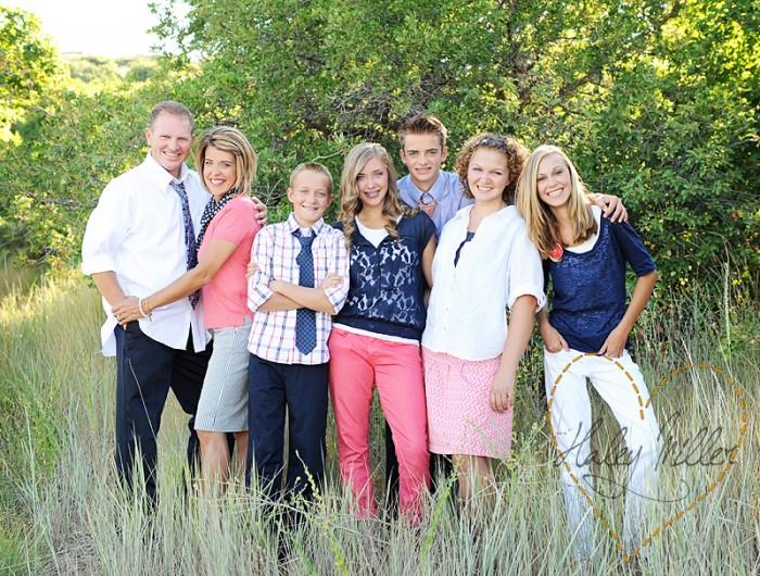 Capturing joy com what to wear in family pictures by color pink