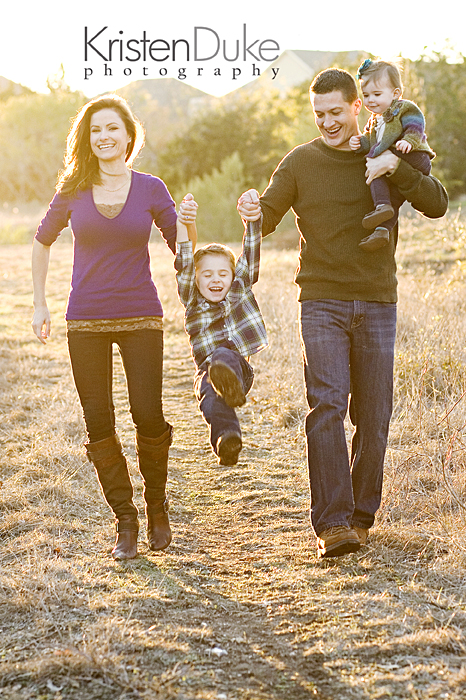 Capturing-Joy.com What to Wear in Family Pictures by COLOR-Purple! 100+ Ideas!