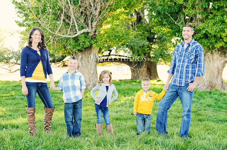 Blue and yellow clothes in family pictures