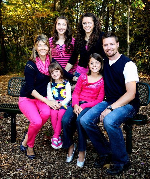 Capturing-Joy,com What to Wear in Family Pictures by COLOR-PINK! 100+ Ideas!