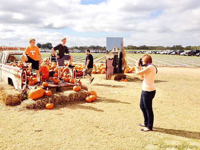 Family pumpkin patch photos
