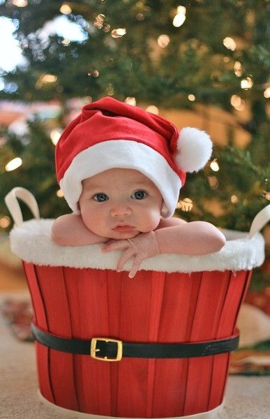 20 Christmas Picture Ideas with Babies - Capturing Joy with ...