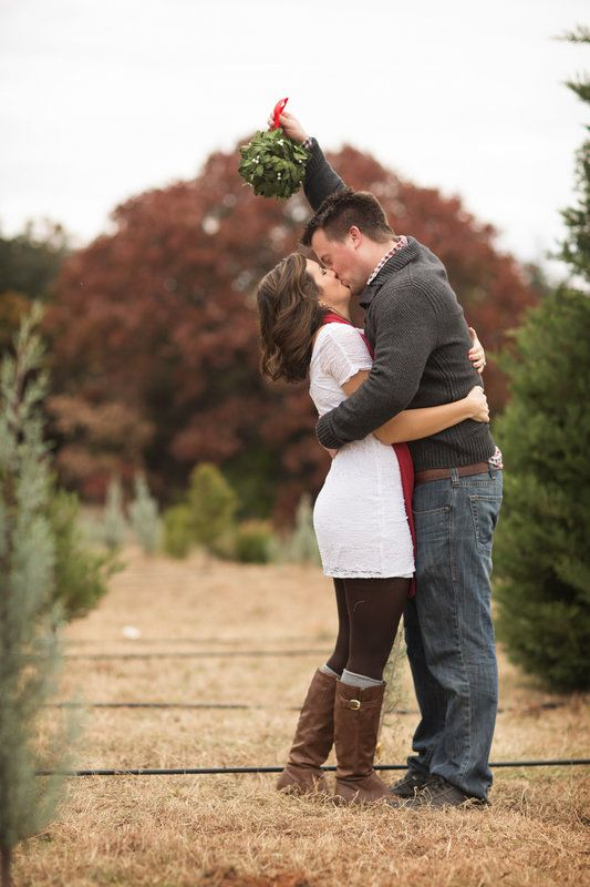 unique maternity photo shoot ideas - 12 Christmas Picture Ideas with Mistletoe Capturing Joy