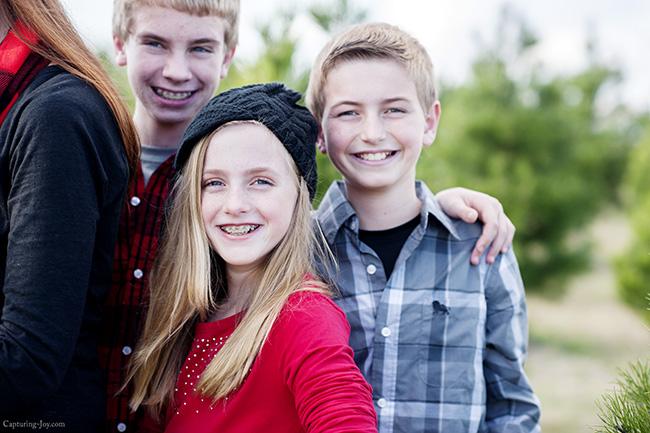 siblings in family photo