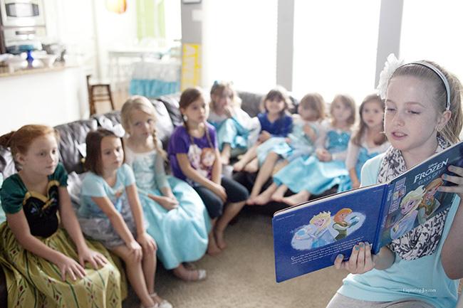 Disney Frozen Elsas Gift book