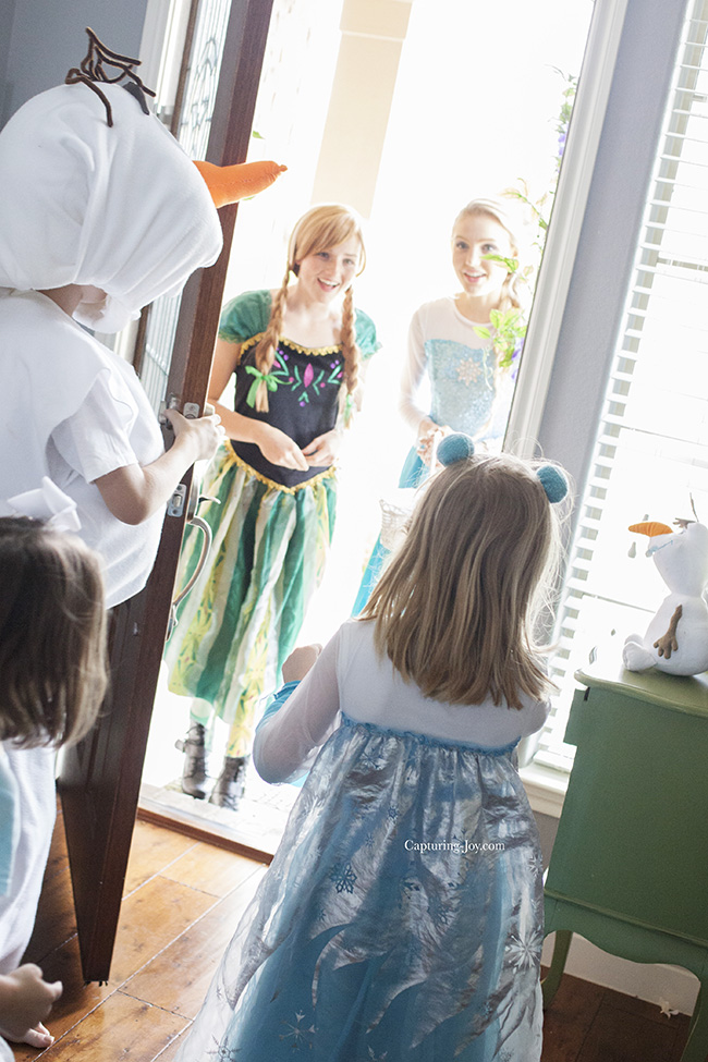 Elsa and Anna visit Frozen birthday party