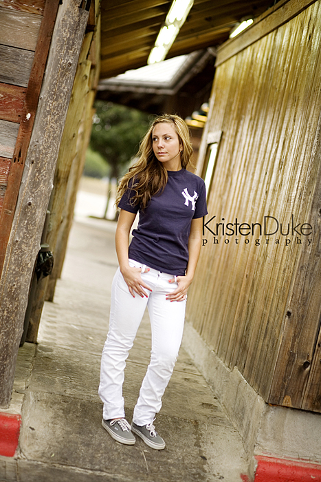 Yankess tee shirt in senior pictures