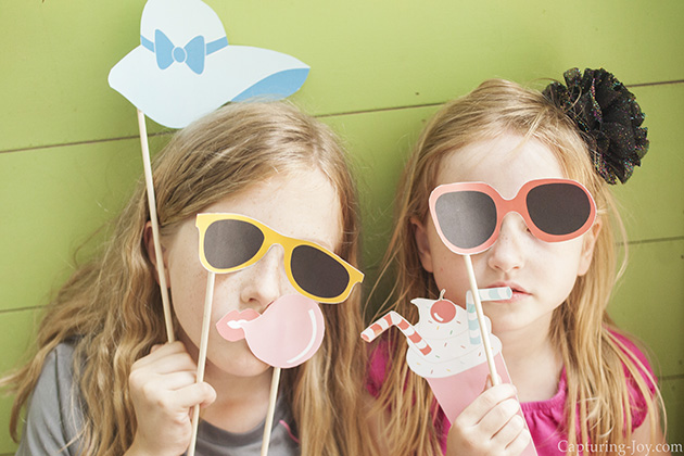 15 Summer Activities for Kids: Summer Photo Booth