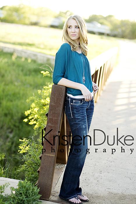 senior picture posing