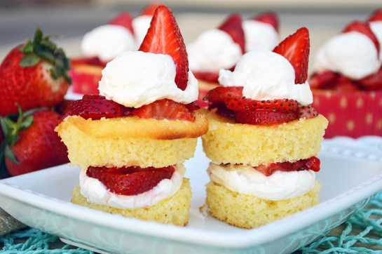 15 Summer Treat Recipes: Gluten Free Strawberry Shortcakes