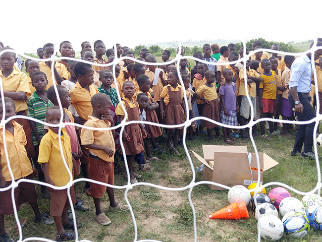 Ghana children through soccer net