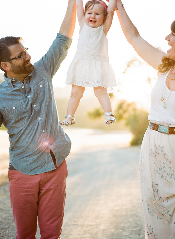 15 Of The Best Family Picture Poses With 1 Child Capturing Joy