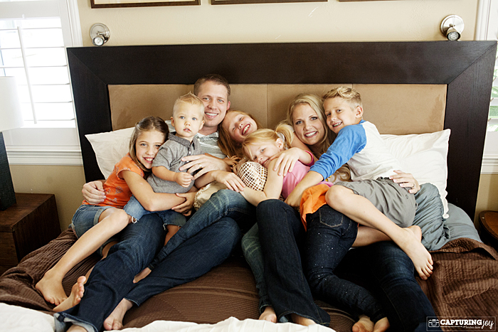family-portraits-at-home-on-bed