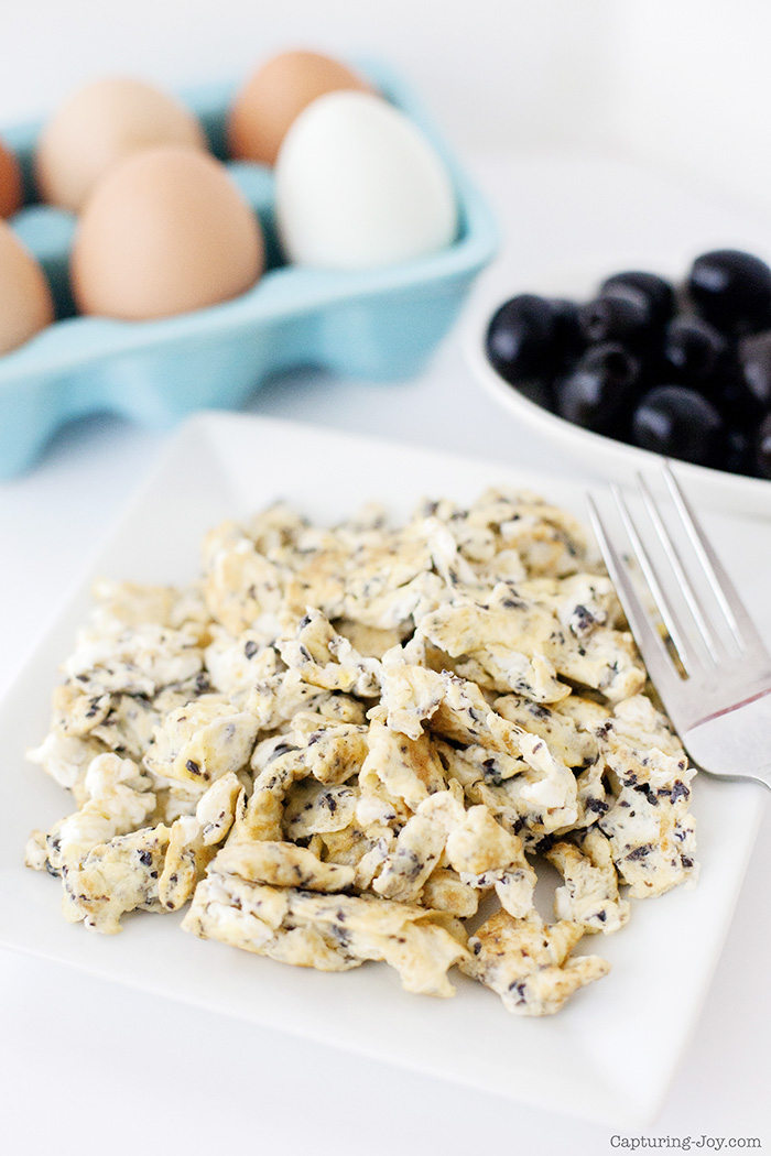 scrambled eggs with olives