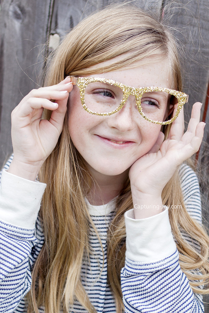 Kids crafts make your own glitter glasses