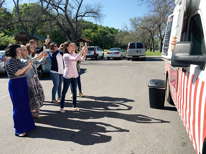 blogger take pictures of ice cream truck