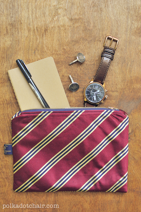 Use a tie to make this awesome tie bag for dad. Great for keeping all his things together while traveling.