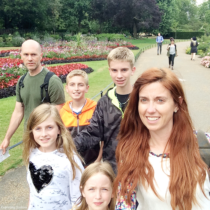 Hyde Park family stroll in London