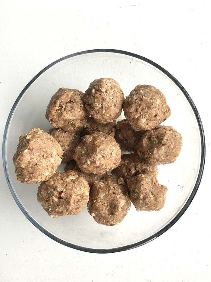 medjool-dates-energy-almond-butter-protein-bites