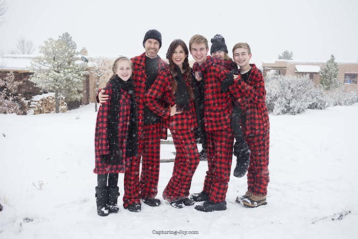 buffalo-plaid-christmas-jammies-family-picutres20161222_0016