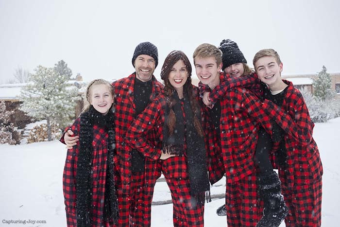 buffalo-plaid-christmas-jammies-family-picutres20161222_0017