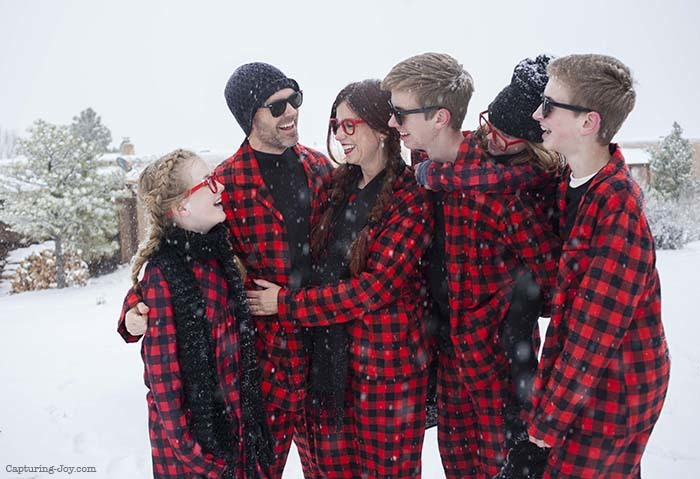 buffalo-plaid-christmas-jammies-family-picutres20161222_0019