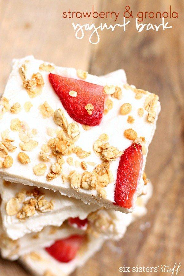 strawberry-granola-yogurt-bark