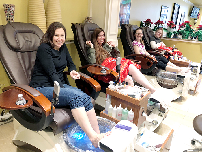 mother daughter pedicure