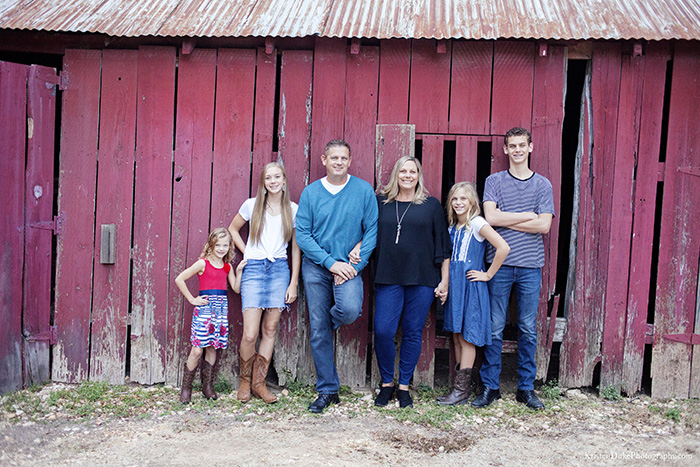 Colorado family photographer red barn